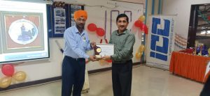 Alok Misra, CEO giving award to Kamaljeet Singh- VP Operation.