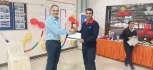 Vice Chairman giving award to our employee.